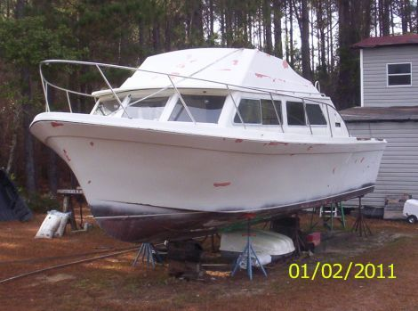 1977 32 foot Luhrs cabin cruiser