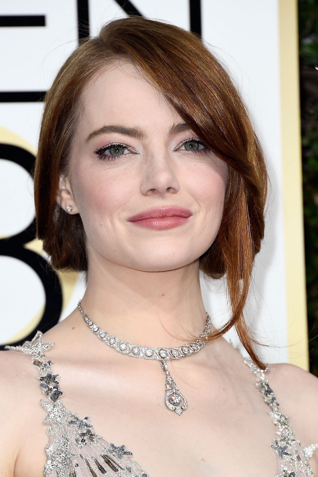 Red carpet hairstyle. Loose bun - Emma Stone. Celebrity hairstyle. Golden Globe 2017