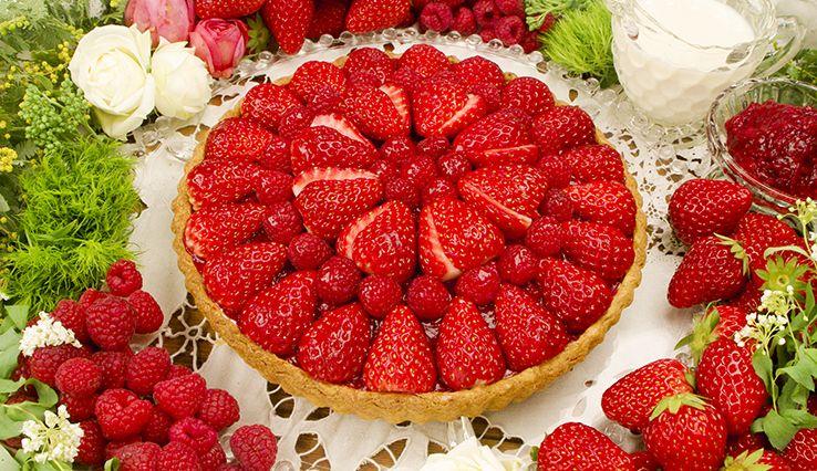 【仙台限定】赤いフルーツとバラのパンドジェンヌのタルト