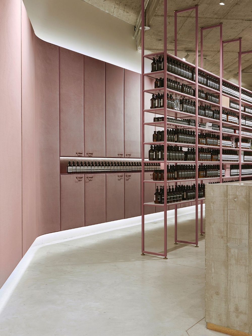 1zu33 Signature Store Munich Aesop In 2020 Mit Bildern Design Regal Munchen
