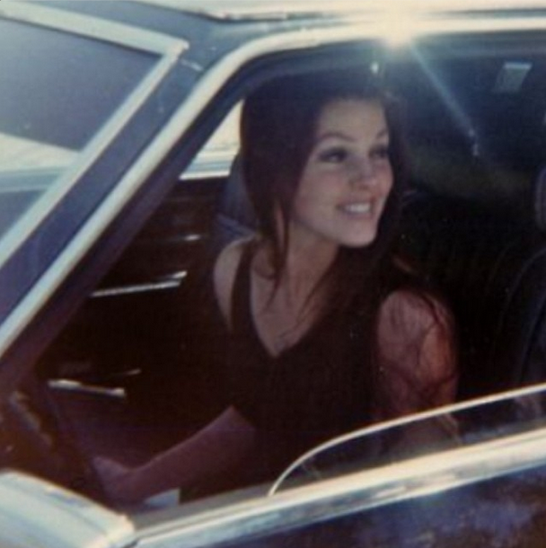 Pp In Her Car Elvis And Priscilla Priscilla Presley Elvis