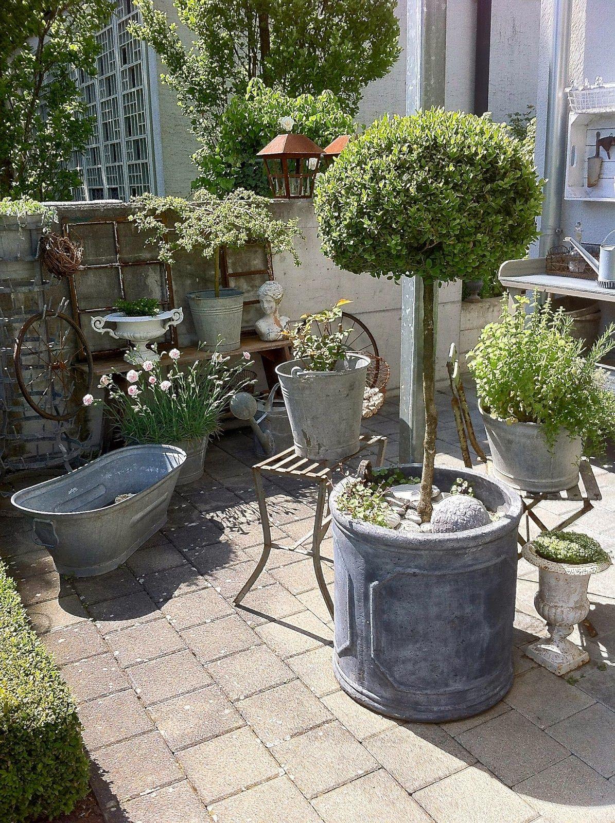 Weisses herz rosengarten blumenk bel und deko f r - Gartengestaltung rosengarten ...