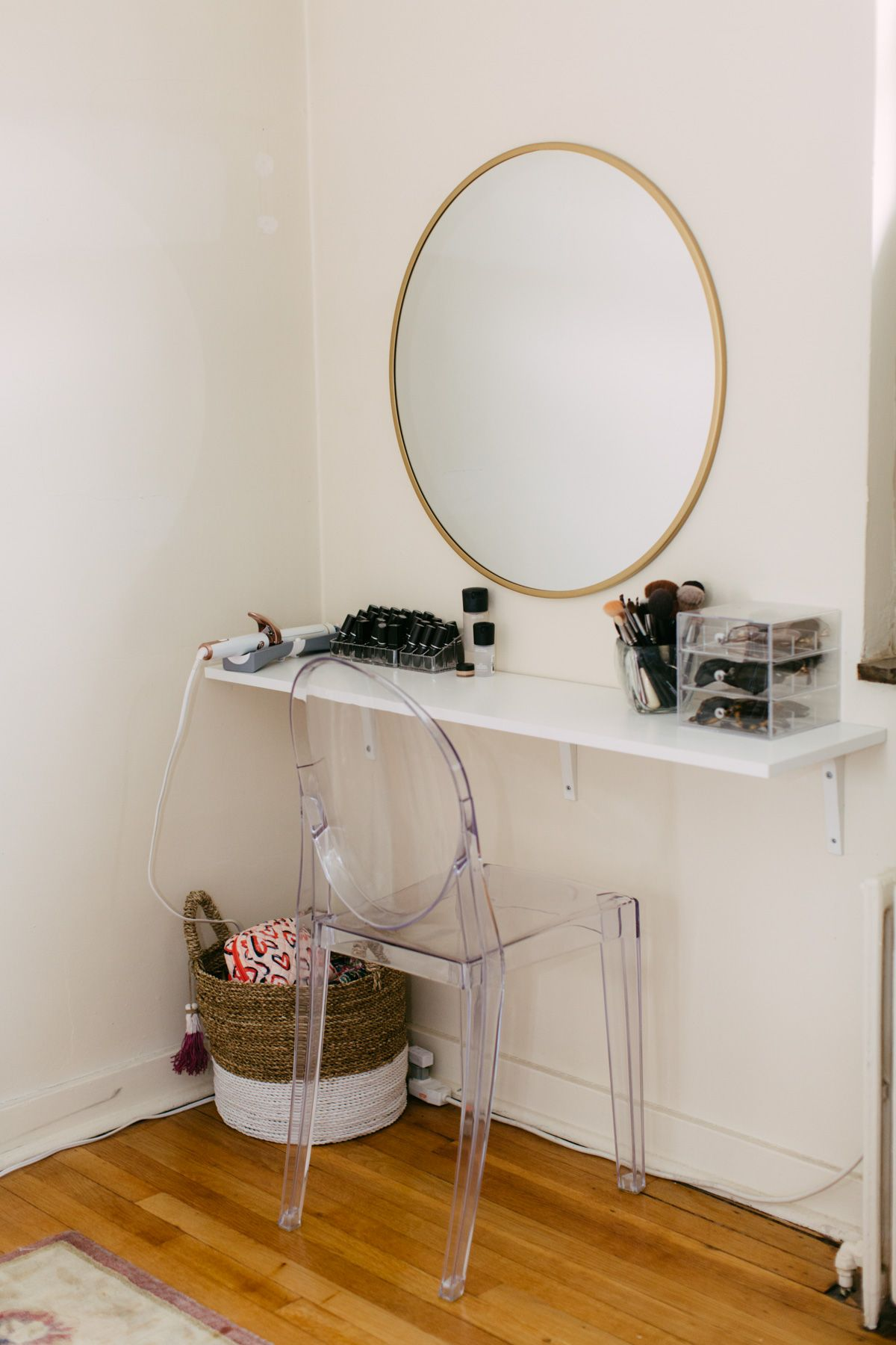 How I Created a Super Simple DIY Vanity Diy makeup desk