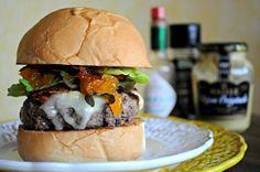 Hoje é dia de aprender a fazer um hambúrguer com chutney de damasco e outros ingredientes especiais. Vem conferir na Revista Westwing!