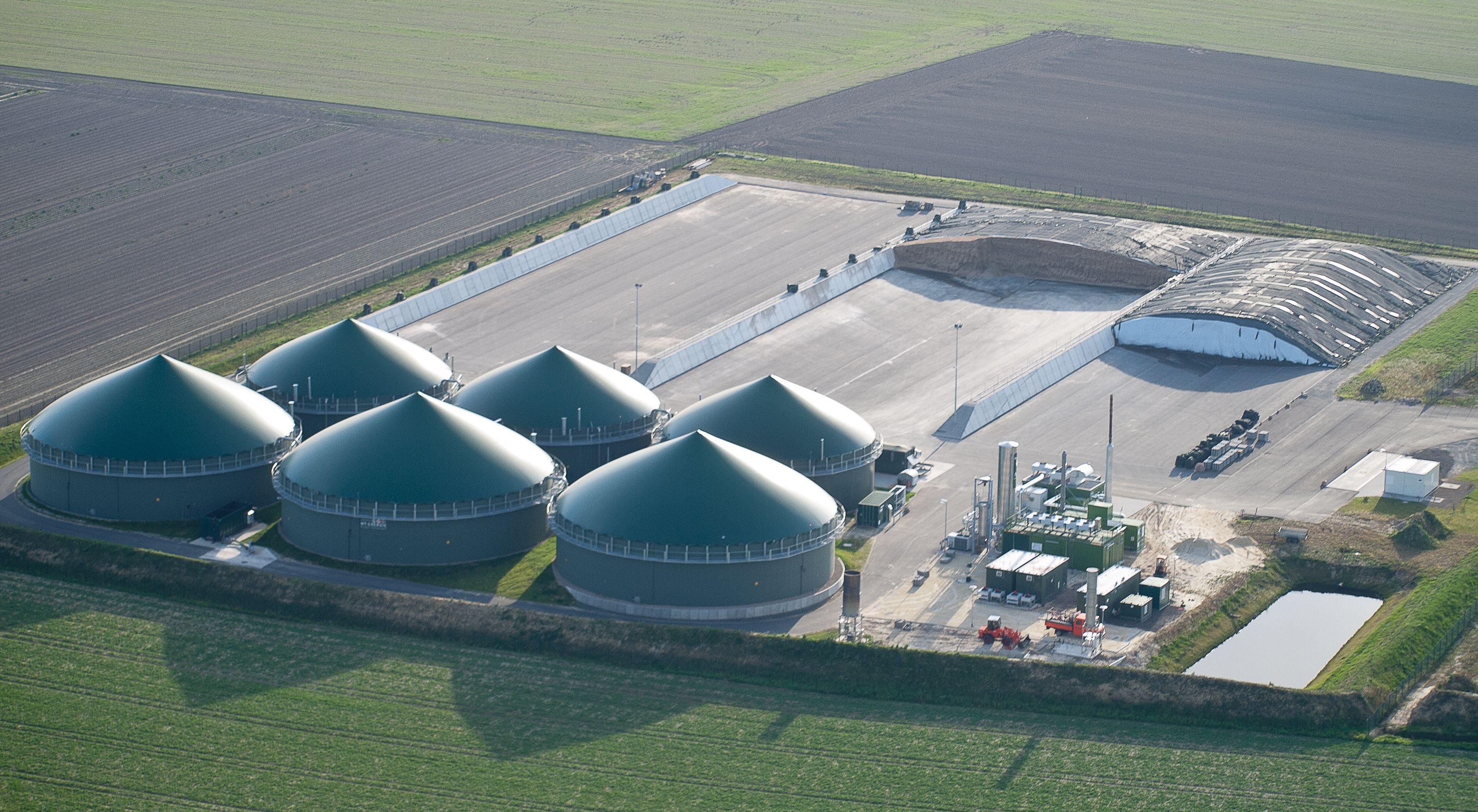 Luftbild einer Biogasanlage inkl
