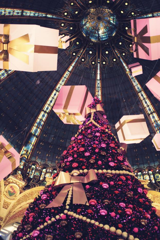 Christmas tree at VivoCity, Singapore Outdoor christmas