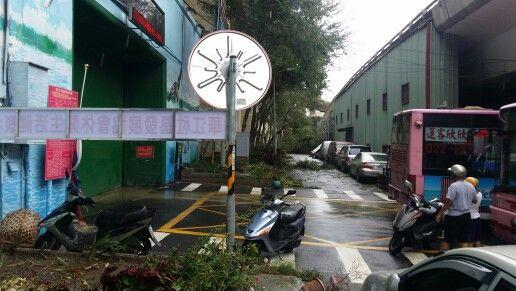 蘇迪勒颱風華江里災情持續搶修中(長順街水門入口處兩側)