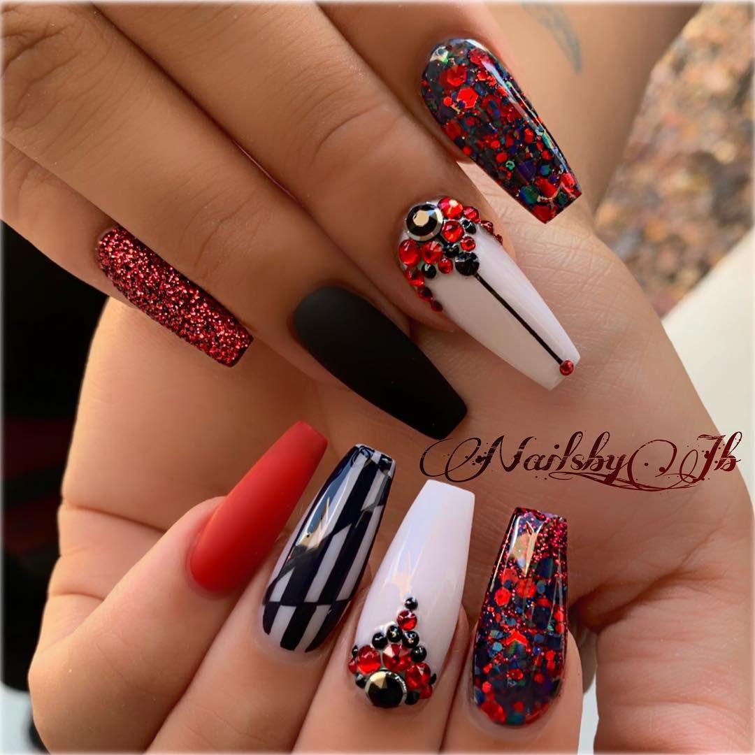 Jessica Christmas Nails: #nails #uñas #ballerinanails #redwhiteblack #blackandwhite