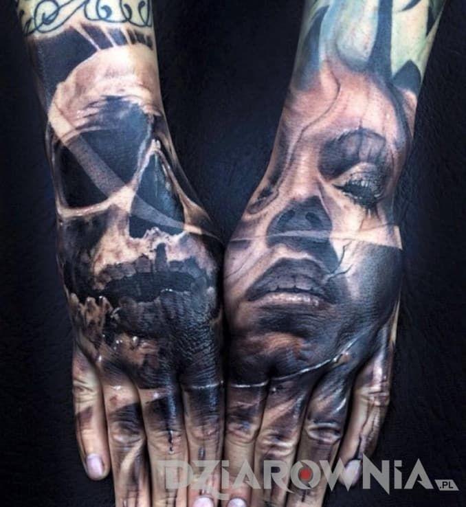 Twarz Kobiety I Czaszka Na Drugiej Dłoni Tatuaż Dodany Przez