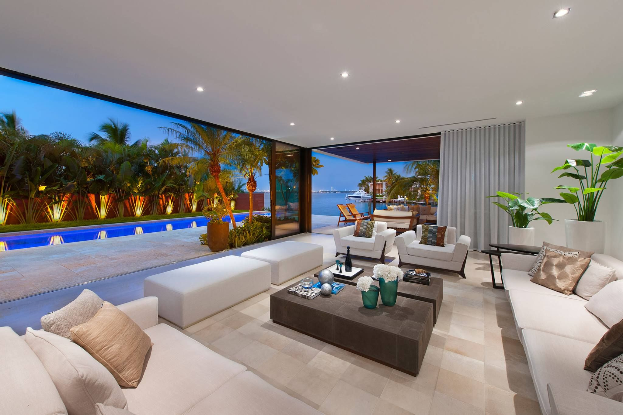 Stunning Contemporary Luxury Home Offers Over 9 600 Sq Ft Of Miami