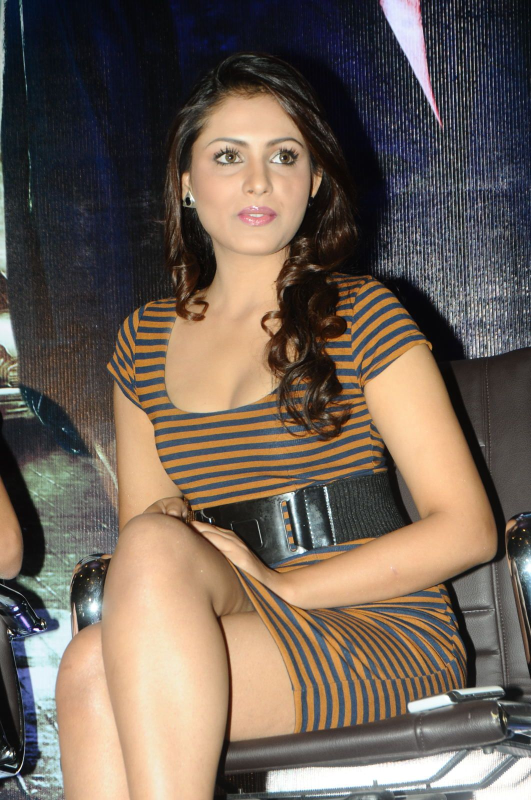 Madhu Shalini Nude Photos Best madhu shalini legs | madhu shalini super sexy legs and cleavage