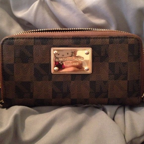 Micheal Kors wallet Great condition. A few minor flaws not really noticeable. Details in pictures. Michael Kors Bags Wallets