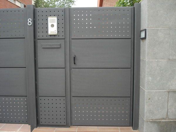 Puertas met licas de exterior varios pinterest for Puertas correderas hierro exterior