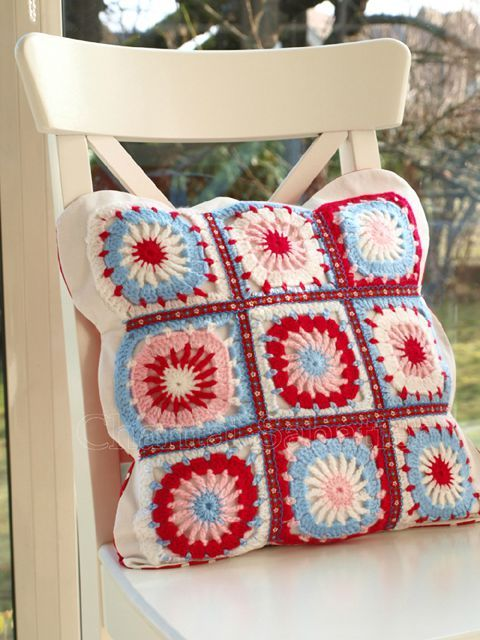 coussin granny squares chantal sabatier ganchillo pinterest granny square le crochet et. Black Bedroom Furniture Sets. Home Design Ideas