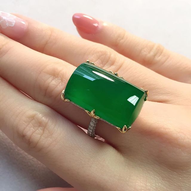 A Very Fine Jadeite Plaque Ring With Wonderful Translucency Available At Our Hong Kong Magnificent Jewels Sal Jade Jewelry Jade Ring Designer Silver Jewellery