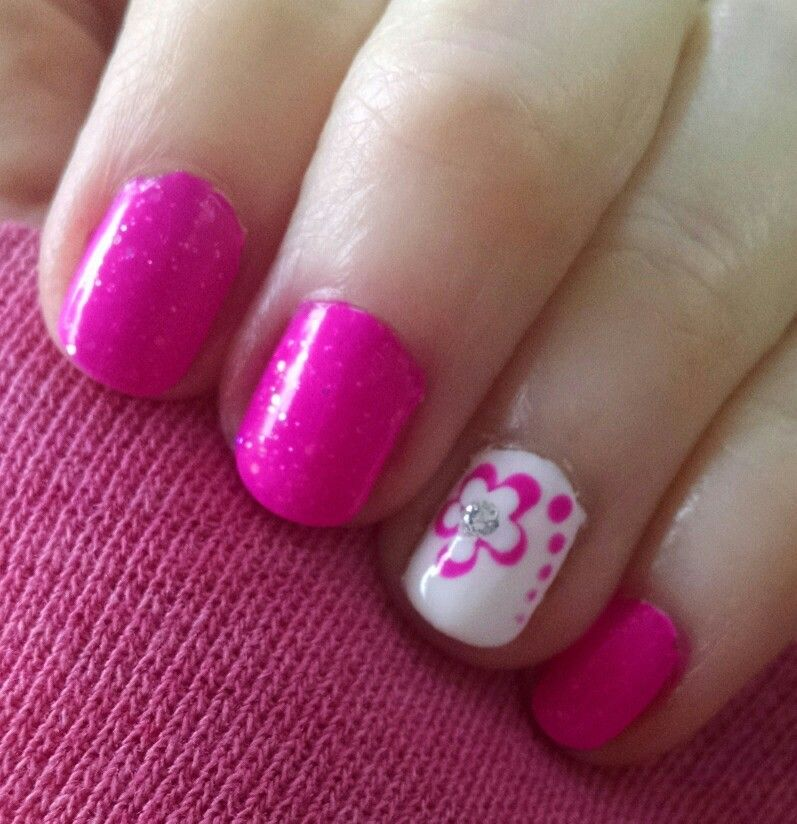 Easy flower nail art | My nails :) | Pinterest | Flower nail art and ...