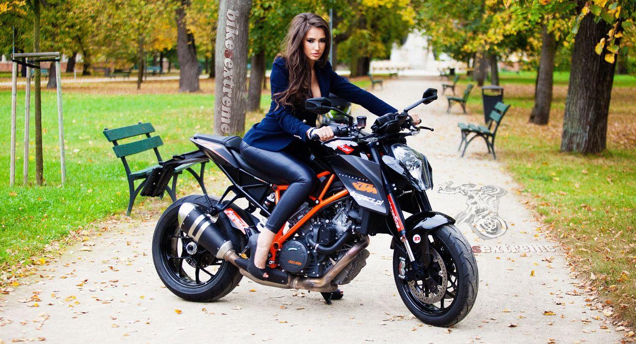 girl on ktm superduke cars biker girls pinterest moto et filles. Black Bedroom Furniture Sets. Home Design Ideas