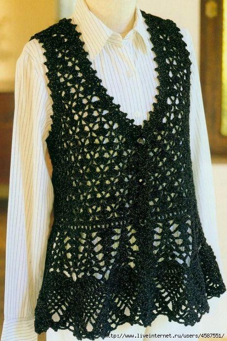Pequeños abanicos en crochet , flores circulares , piñas y delicadas puntillas para los distintos modelos ,aportando gran elegancia con m...