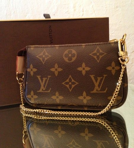 5491199310cb Louis Vuitton mini pochette