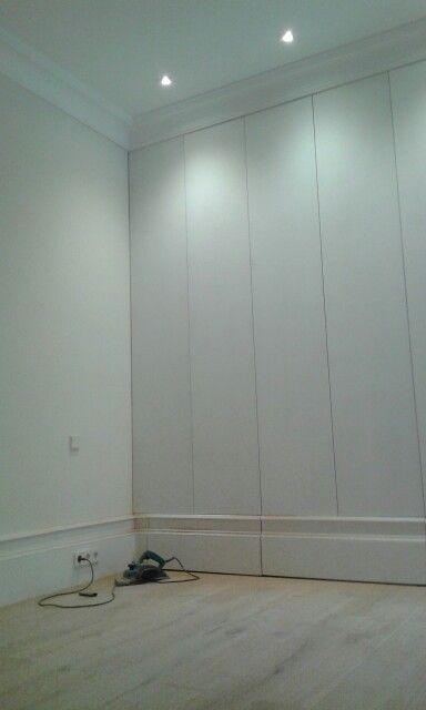 RulloStudio. Armario de suelo a techo lacado en blanco para una reforma en Madrid