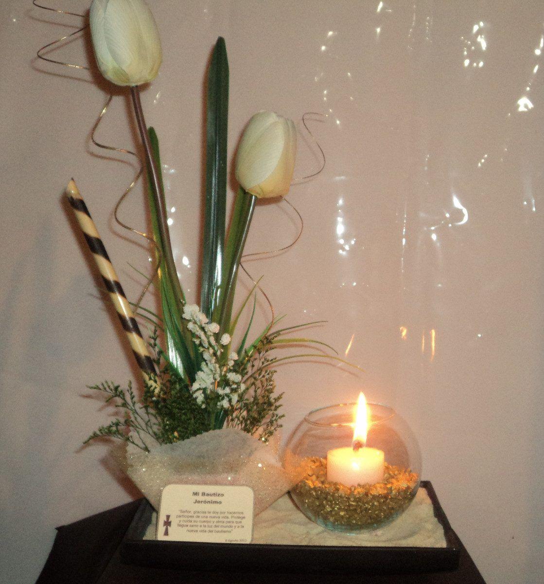 Centro de mesa con vela arena y tulipanes confirmacion for Arreglos de mesa para boda en jardin