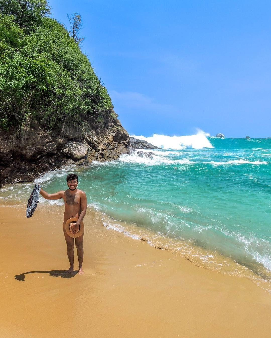 Personas desnudas en playas nudistas pic 95