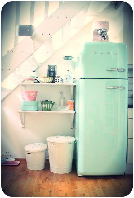 cuisine color e je veux ce frigo kitchen colourful vintage pinterest frigo smeg smeg. Black Bedroom Furniture Sets. Home Design Ideas