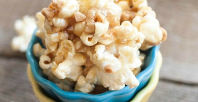 Gooey Butter Toffee Popcorn {with Heath Toffee Bits} | Sweet Treats and More #popcorn #recipe #holidays
