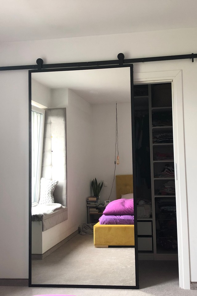 Drzwi Przesuwne Metalowe Model Lara Lustro W Stalowej Ramie Reno Minimalist Bedroom Design Bedroom Interior Cool Bedroom Furniture