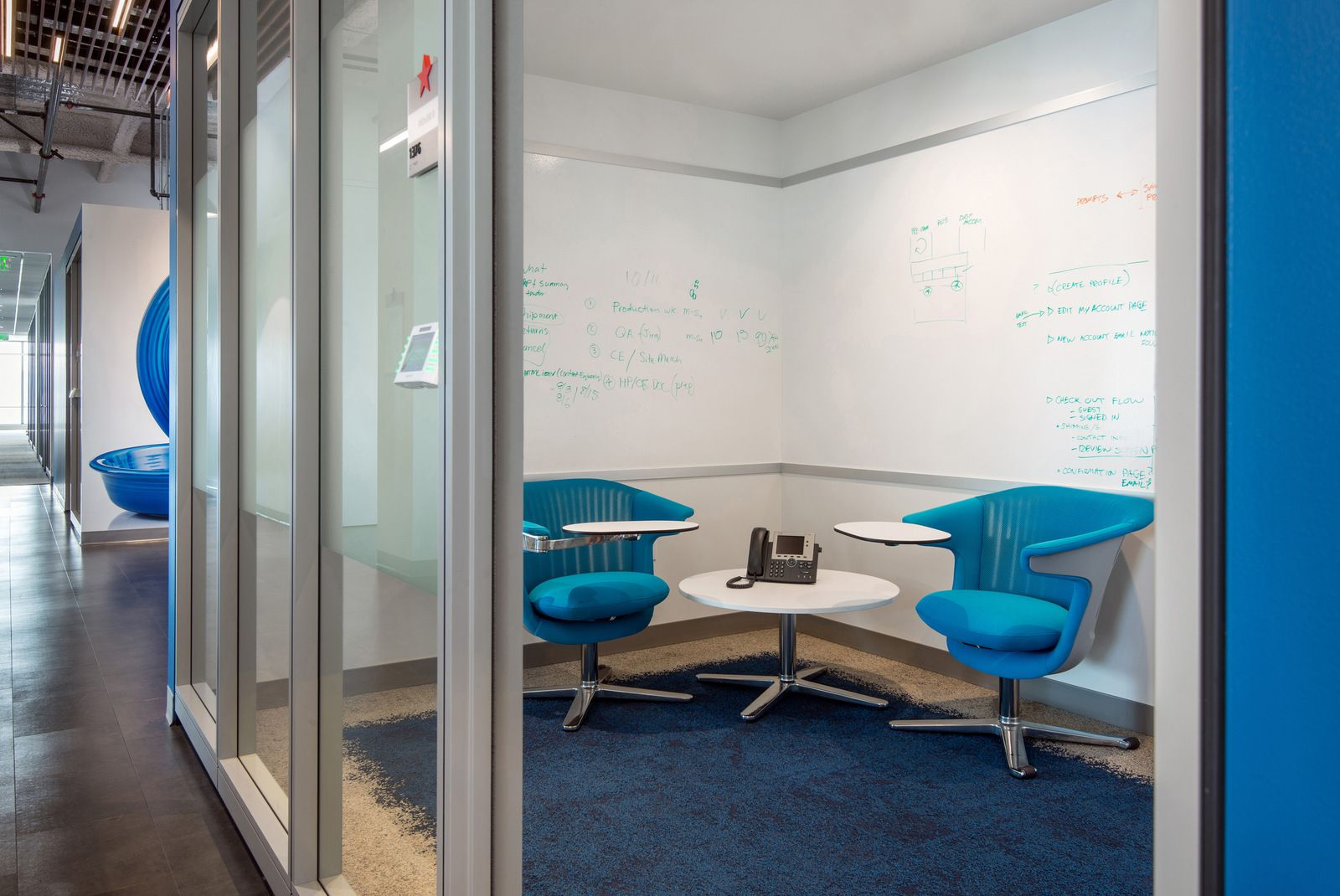 Macys san francisco huddle room whiteboard lvt for Sf contact nackenkissen small