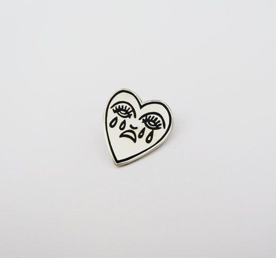 Llora Corazón Esmalte Pin Insignia Pin De Por Cousinscollective
