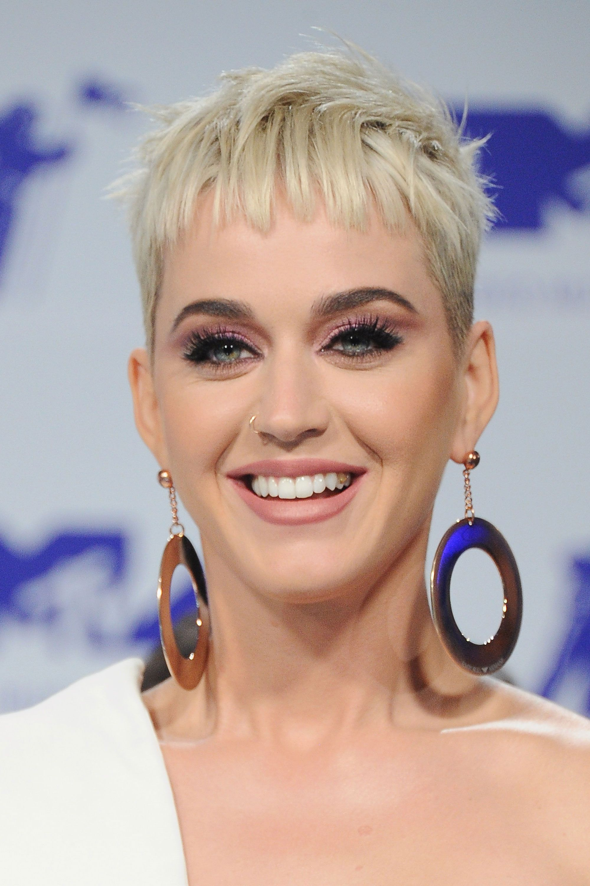 10 Crazy-Cute Short Hairstyles for Women With Thick Hair  Frisur