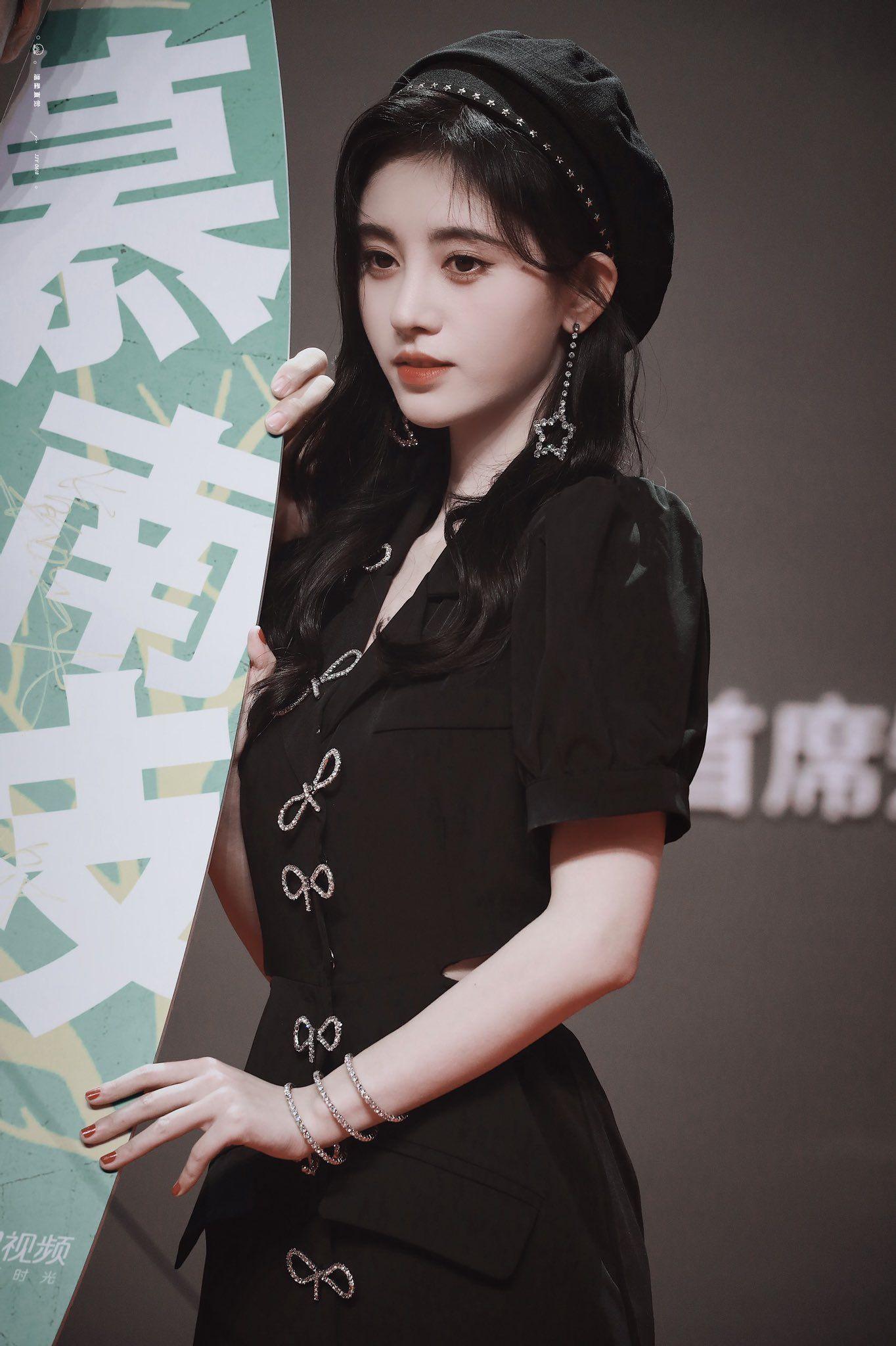 4000 beauties Ju Jingyi