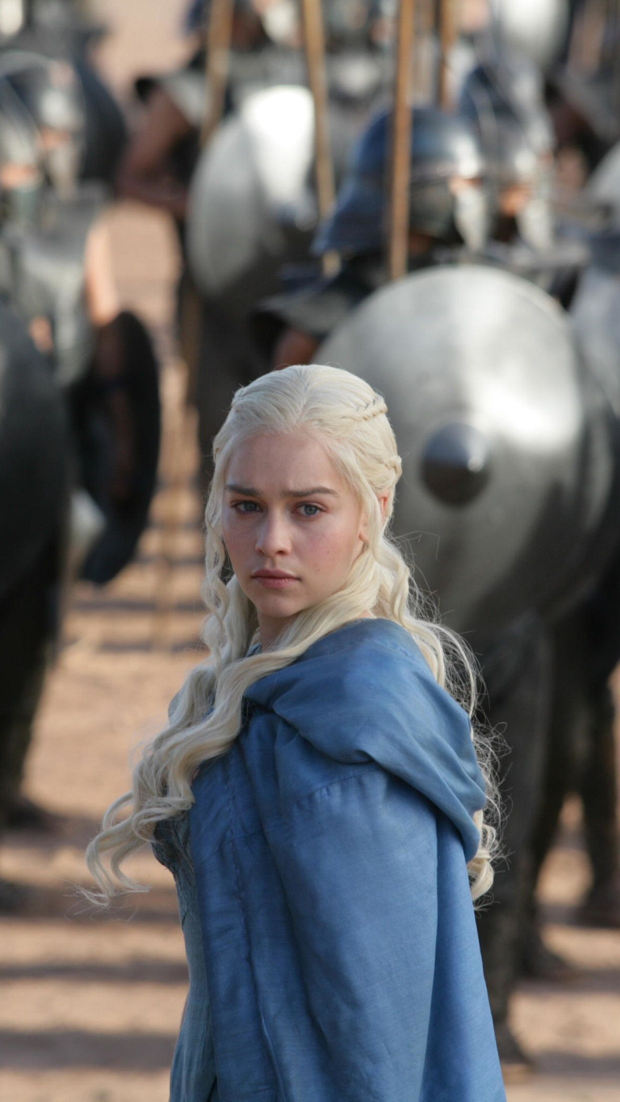 Wallpaper Download 1242x2208 Daenerys Targaryen And The Army Game Of Thrones Movie Wal Daenerys Targaryen Wallpaper Movie Wallpapers Game Of Throne Daenerys