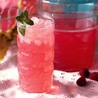 Easy Raspberry Lemonade #lemonadepunch raspberries and lemonade? What could go wrong? #raspberrylemonade