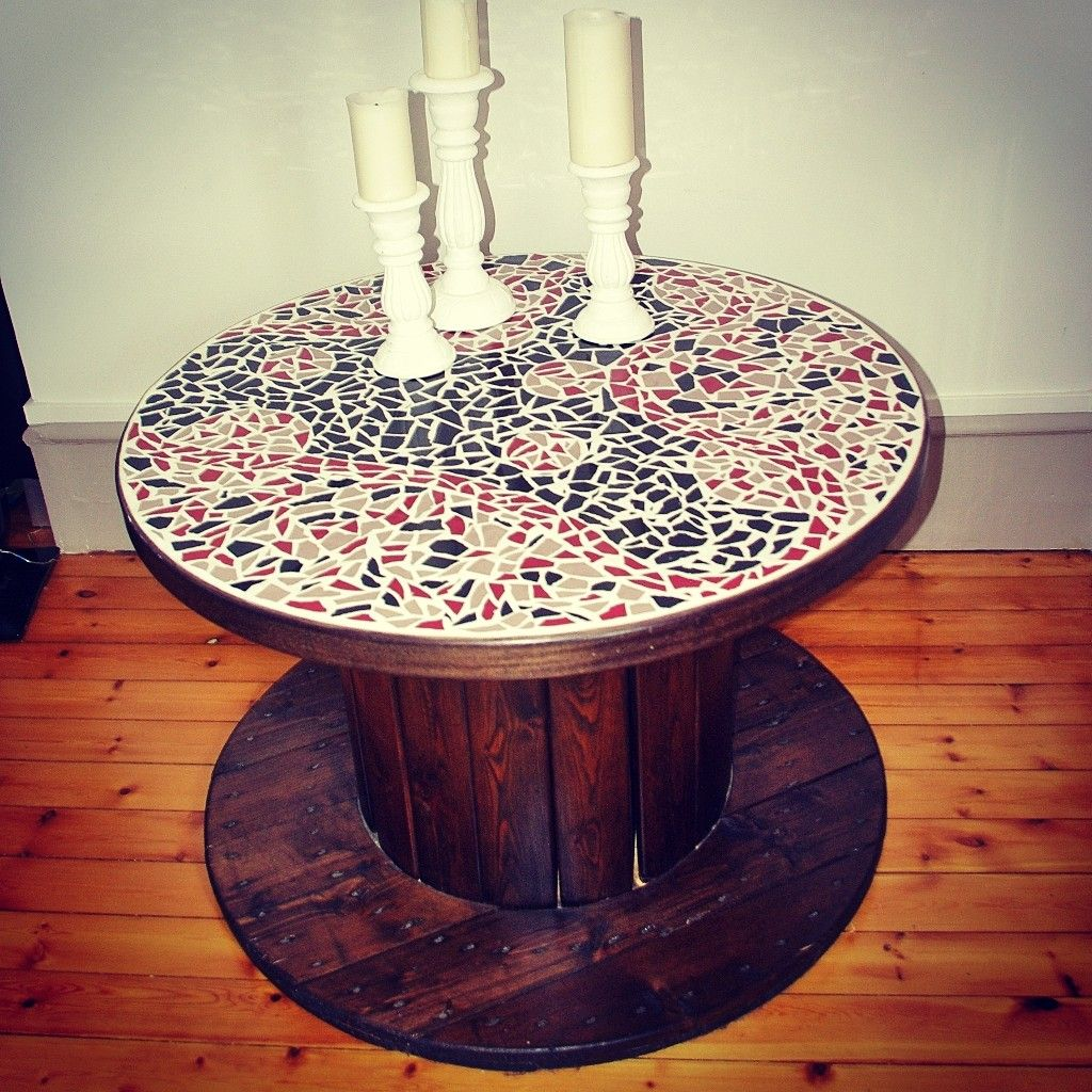 diy mosaic side table pinterest touret mosaique et tutoriel diy. Black Bedroom Furniture Sets. Home Design Ideas
