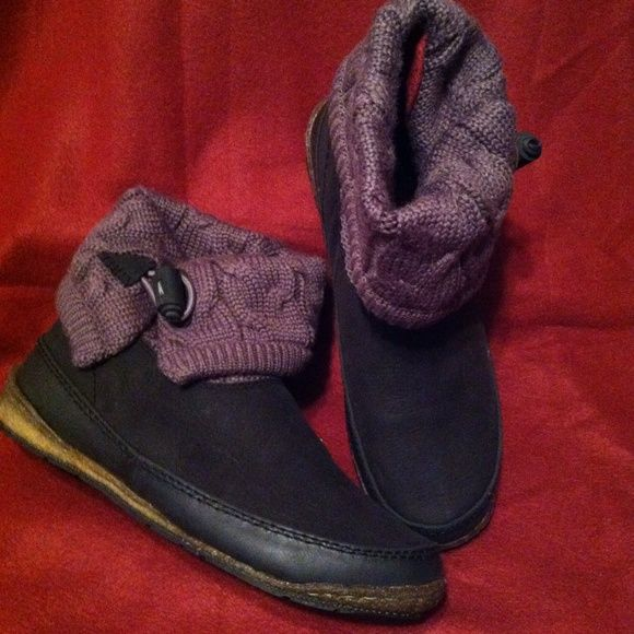 """Simple Shoes Pestoe Cable Knit Boot Organic Lined .This women's ankle boot features an eco-certified waterproof leather upper (BLC/ISO 14001 certification) and a 50% wool/50% acrylic knit foldover shaft. A cushioned """"pedbed"""" footbed made of cork and natural latex rubber provides added comfort. The rubbahyde rand made of organic cotton with a latex overlay makes this Simple boot waterproof. The partially-recycled outsole is made from recycled car tire for grip traction. Simple Shoes Shoes…"""