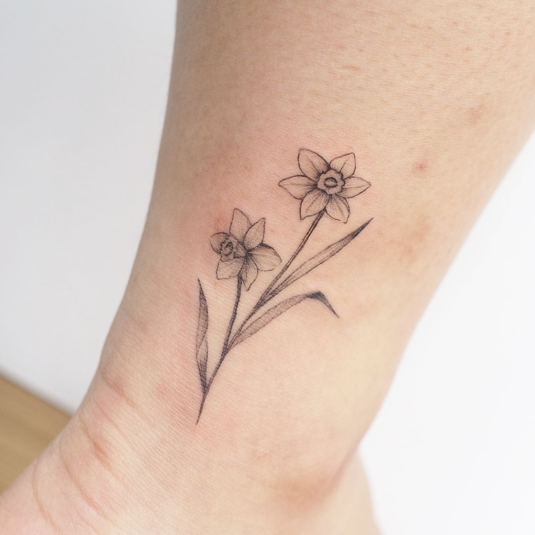 If You Ve Been Thinking About Getting A Tattoo Of Your Zodiac Sign You May Want To Consider Birt Birth Flower Tattoos Narcissus Flower Tattoos Daffodil Tattoo
