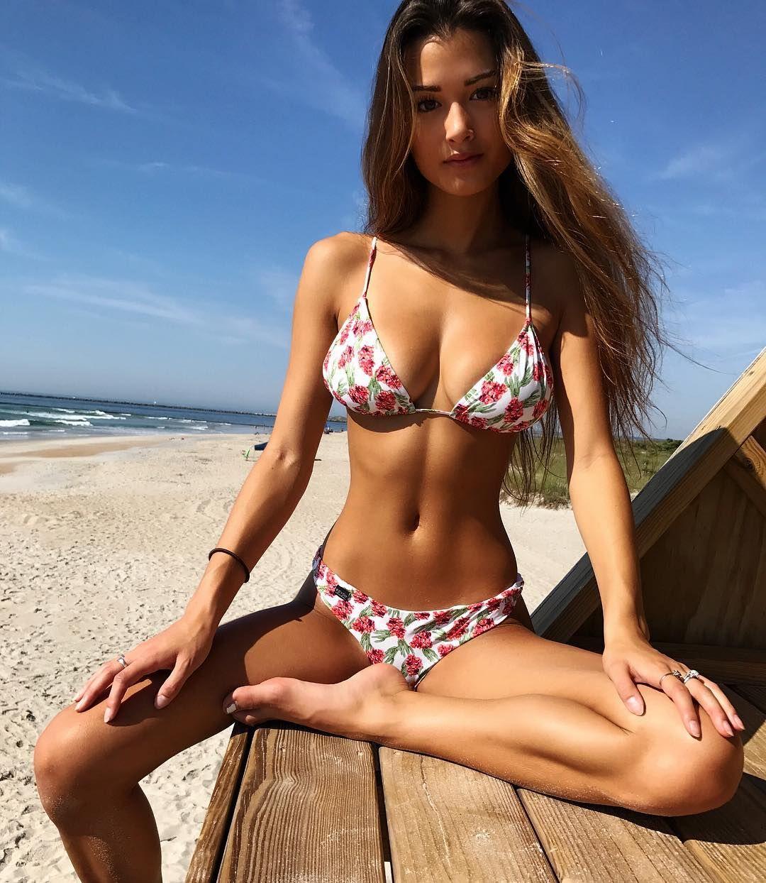 Худенькая девушка на пляже, зять трахнул свою красивую тещу лучшее порно