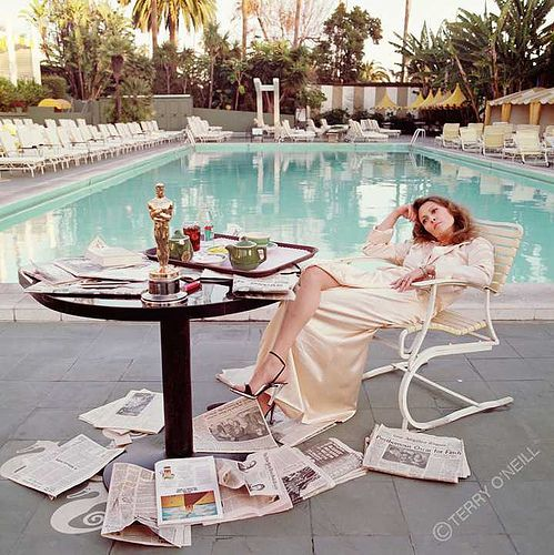 Faye Dunaway by the pool (The morning after)