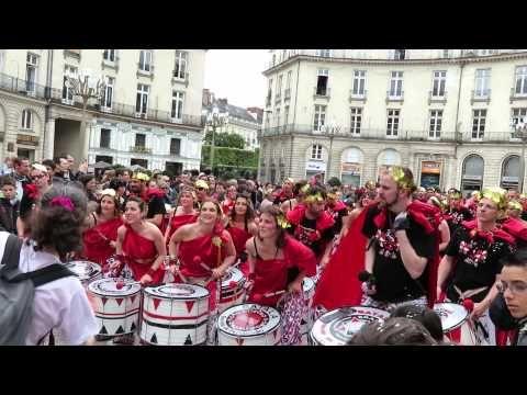 Batala au Carnaval nocturne de Nantes 2015 - YouTube. [Carnival in Brittany]