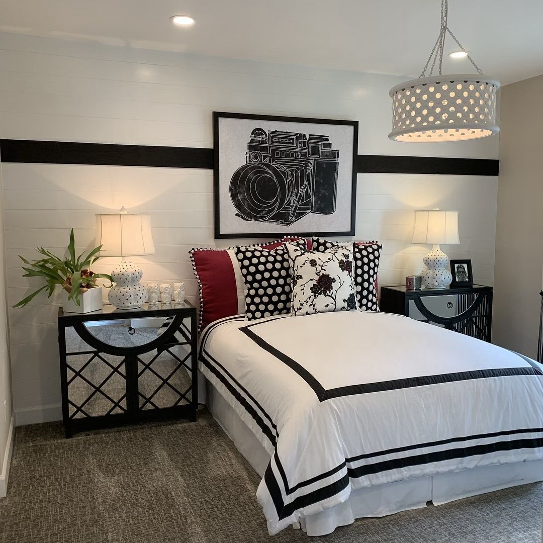 Accent Wall Real Estte: Black And White??? Yes! Pink Accent? Na �� #realtor