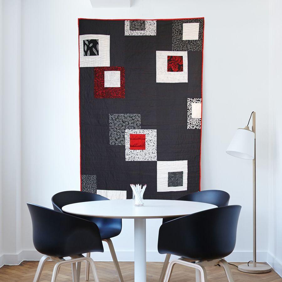 """Salon Rouge Blanc Noir quilt moderne noir blanc rouge """"jeu de carrés"""" en 2020"""