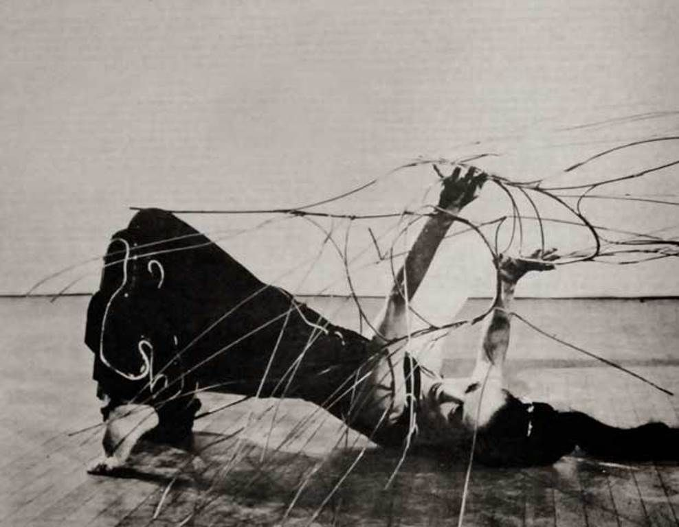 Martha Graham and Noguchi's wire sculpture as Medea in Cave of the Heart, 1946