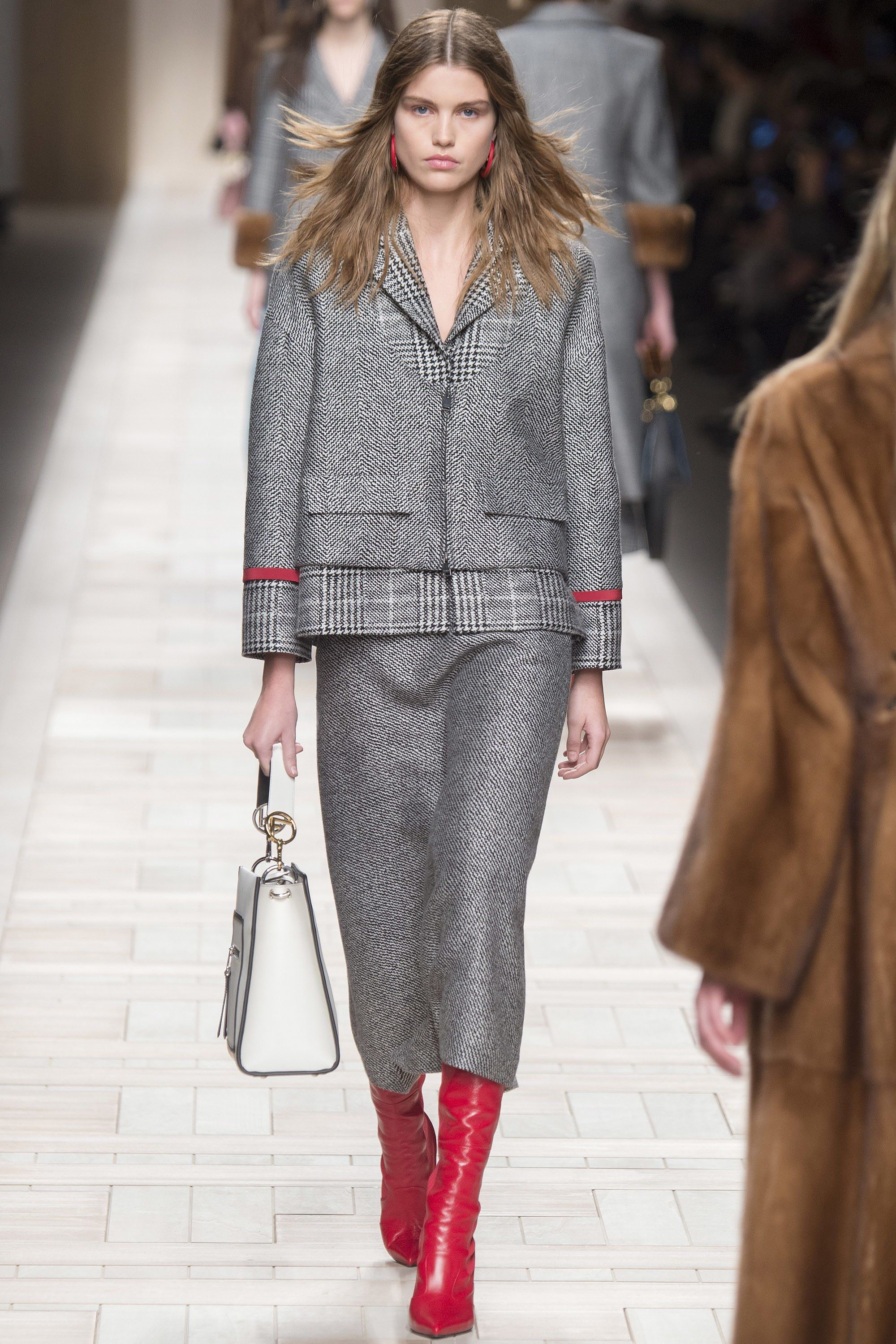 67393932104 Fendi Fall 2017 Ready-to-Wear Collection Photos - Vogue