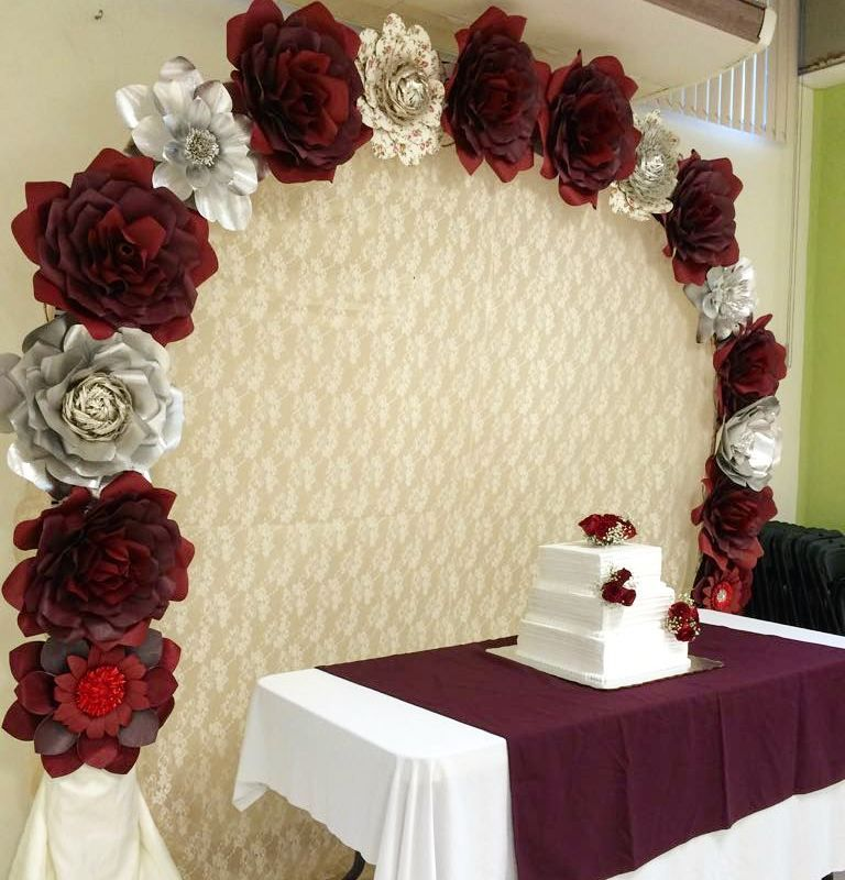 Arco de flores de papel ideas pinterest tonos - Decoraciones en color plata ...