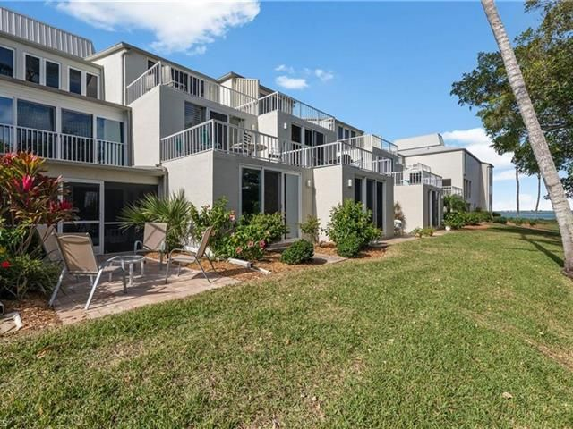 You need to check this home out! It's got a lot to offer. #LuxuryHomes  #sanibelisland #sanibelhomes #sanibelcondos #lovewhereyoulive #livewhereyoulove #sanibelrealtor