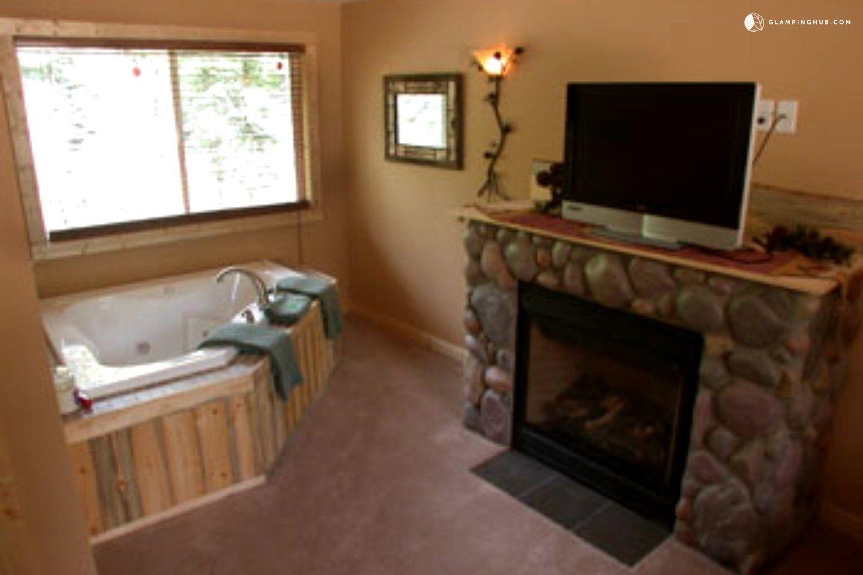 Pet Friendly Cabin With Private Hot Tub In Estes Park, Colorado