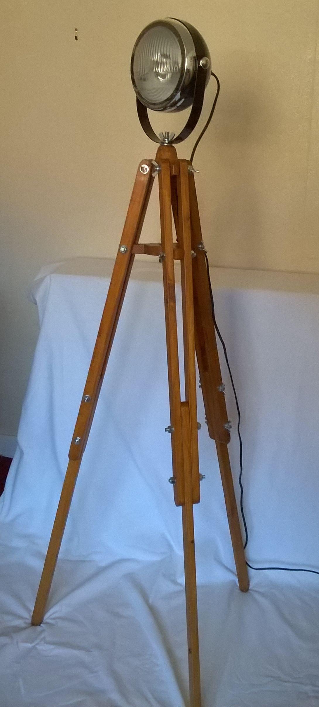 pallet wood tripod with vintage style headlight lamp. Black Bedroom Furniture Sets. Home Design Ideas