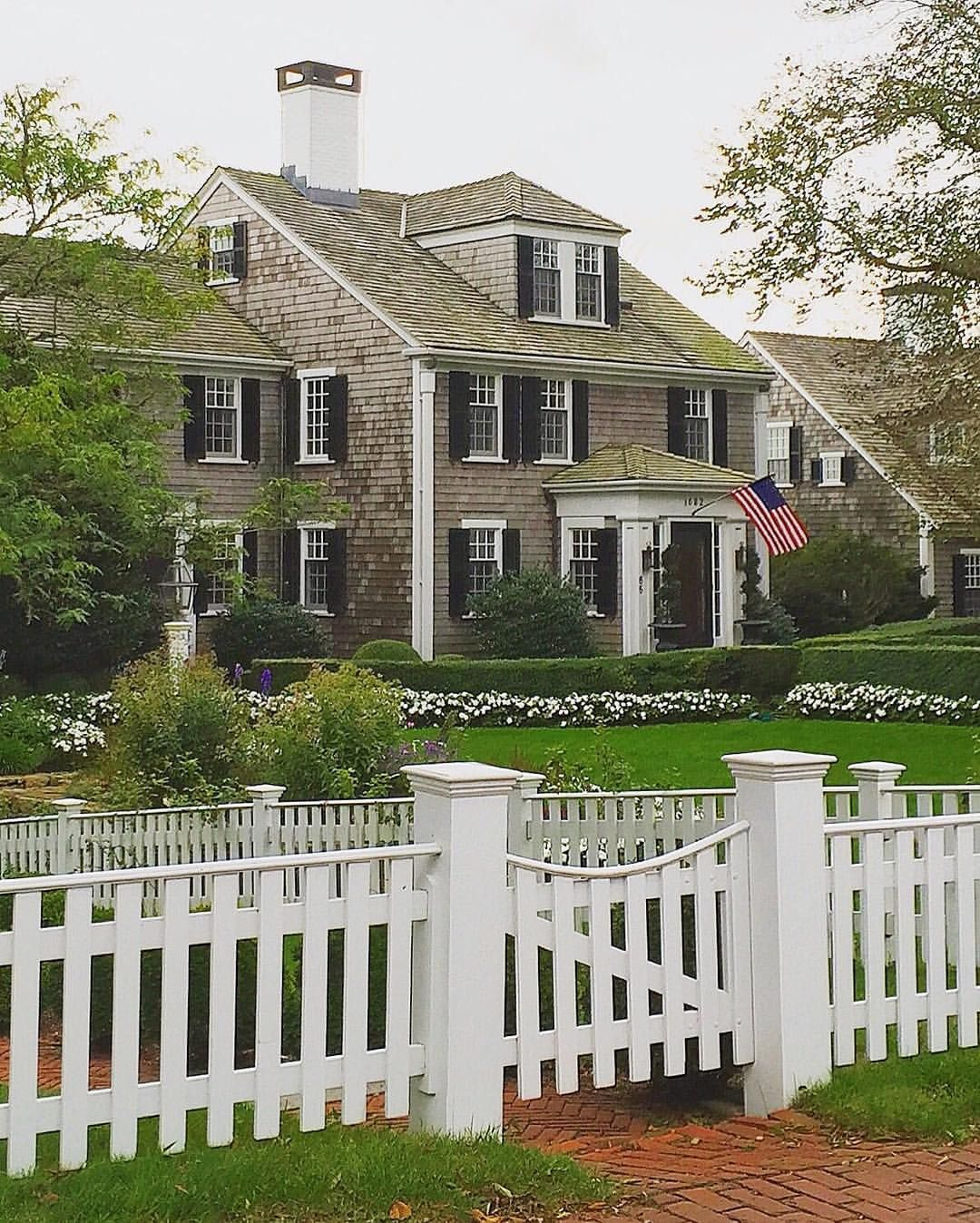 pin von charlotte petermichl auf tolle h user pinterest haus amerikanische h user und terrasse. Black Bedroom Furniture Sets. Home Design Ideas
